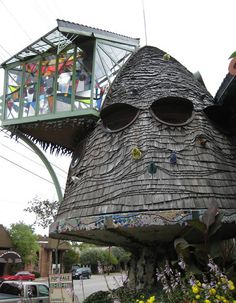 The Mushroom House, in Cincinnati (Ohio, USA).