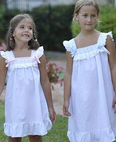 Camisón corto de algodón de niña Cute Girl Dresses, Little Girl Dresses, Flower Girl Dresses, Kids Dress Wear, Baby Dress, Nightgown Pattern, Night Dress For Women, Dress Tutorials, Christening Gowns