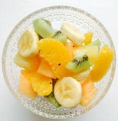 Hedelmäsalaatti on mielestäni oiva jälkiruoka, mutta näin lapsiperheessä se menee myös aamu-, väli- tai iltapalana. Oma poikaniei välitä sitrushedelmistä, mutta banaani, vesimeloni, omena, pä…