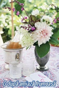 For those who love inspirational design ideas for inside and outside their home Beautiful Flowers Pictures, Flower Pictures, Charlotte, Floral Arrangements, Glass Vase, Table Settings, Entertaining, Table Decorations, Wedding