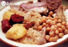 Cocido - Spanish stew made with chickpeas, vegetables and different kinds of meats such as chorizo, beef, bacon and chicken. Spanish Kitchen, Spanish Cuisine, Spanish Dishes, Spanish Food, Spanish Recipes, Meat Recipes, Mexican Food Recipes, Cooking Recipes, Ethnic Recipes