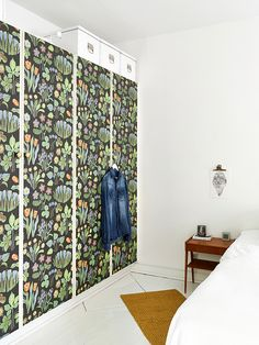Great idea: any old built-in wardrobe can be updated! Low cost!