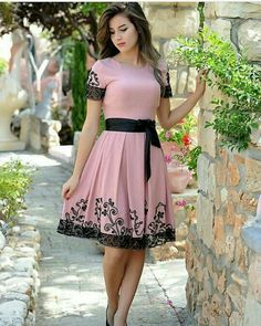 Lace dress, lovely dresses, beautiful outfits, professional attire, dress s Dresses For Teens, Modest Dresses, Casual Dresses, Fashion Dresses, Vintage Style Dresses, Lovely Dresses, Beautiful Outfits, Floral Maxi Dress, Lace Dress