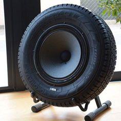 Cassa audio con pneumatico di riciclo
