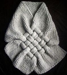 Esta hermosa bufanda hecha punto es perfecta para el clima cambiando y va a ser divertido llevar todo tiempo de invierno.  Esta bufanda está especialmente diseñada para cubrir el cuello y el pecho. Puede apoyar su ropa con su diseño único de paja.  El color puede cambiar según las preferencias del usuario.  Un tamaño cabe todos  Es un regalo perfecto para días especiales o regalos para usted cuando disfrute de su auto.  hilado acrílico 70% 30% lana  Para mejor cuidado: mano lavada y puesta a…