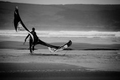 Freeride kitesurfing wallpaper: Could this be a Walk of Shame? Great White Attack, Surfing Uk, Black And White Photo Wall, Walk Of Shame, Sup Surf, Surf Shack, Water Photography, Surf Art, Big Waves