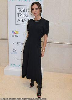 Victoria Beckham keeps it simple in demure black dress at Fashion Trust Arabia in Qatar Victoria Beckham Outfits, Victoria Beckham Style, Victoria Style, Queen Victoria, Victoria Shoes, Peep Toe, The Brunette, Celebrity Style Inspiration, Mature Fashion