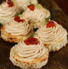 Pastă de pește - ton - rețetă simplă, în 5 minute | Rețete - Laura Laurențiu Canapes Recipes, Appetizer Recipes, Dessert Recipes, Appetizers, Desserts, Good Food, Yummy Food, Sushi, Romanian Food