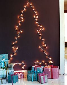 Christmas tree on the wall using string lights | www.christmasdesigners.com | #ChristmasDesigners