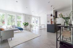 Myydään Omakotitalo, 5 huonetta - Nurmijärvi, Rajamäki, Metsäkallionkaari 4 - Etuovi.com 20737614 100 M2, Dining Bench, Divider, Contemporary, Kitchen, Room, Furniture, Home Decor, Bedroom