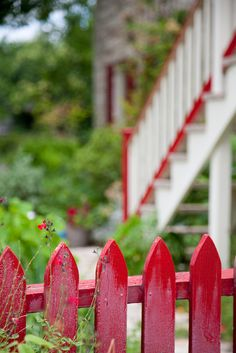 adorablelife: sweet red picket fence    (via xenabitesback, simplypix)
