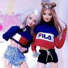 Malu, Queen e Alisha. Curtindo muito a festinha da nossa miga, parabéns miga . Barbie Girl Doll, Barbie Fashionista Dolls, Doll Clothes Barbie, Barbie Life, Barbie Princess, Barbie World, Barbie Tumblr, Barbies Pics, Barbies Dolls