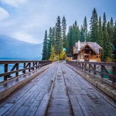 Emerald Lake Lodge, in Yoho National Park >>> This looks really, really pretty.
