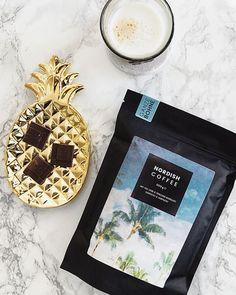 Dürfen wir vorstellen: Tropicblue 🌴☕ Die volle Frauenpower aus Honduras! 💪👩 Ein Single Origin Kaffee direkt aus dem süd-westen von Honduras 🇭🇳 Aus einer kleinen Kooperative, in der nur Frauen beitreten dürfen, die selbst eigenen Kaffee in eigenen Gärten anbauen. #nordishcoffee #tropicblue #coffee #kaffee #butfirstcoffee #cappuccino #espresso #café #kava #palmtrees #honduras #bio #organic #summer #weihnachten #lifestyle #lifestyleblogger #blogger #fashionblogger #instacoffee