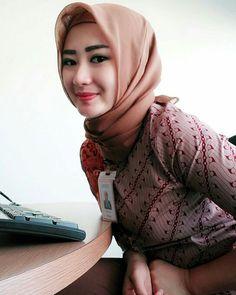 #Hijab #hijabfashion #hijabstyle #Hijabwomen #nooranitravel @nooranitravel Beautiful Muslim Women, Beautiful Hijab, Young And Beautiful, Muslim Dress, Hijab Dress, Pul Up, Muslim Women Fashion, Womens Fashion, Girl Hijab