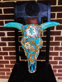 17 Best ideas about Painted Cow Deer Skull Art, Cow Skull Decor, Crane, Painted Animal Skulls, Bull Skulls, Longhorn Skulls, Buffalo Skull, Bullen, Skull Painting