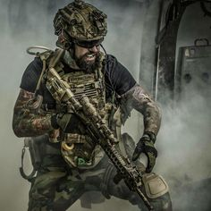 Quality military and tactical photos daily. Special Forces Gear, Military Special Forces, Military Guns, Military Art, Ghost Recon 2, Tactical Beard, Tactical Operator, Military Drawings, Military Pictures
