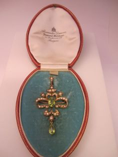 9k Edwardian Peridot and Pearl Pendant