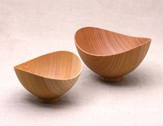 バタフライボウル(左:Sサイズ、右:Lサイズ) Wooden Decor, Wooden Art, Wood Bowls, Ceramic Bowls, Wooden Platters, Wooden Words, Bamboo Crafts, Wood Turning Projects, Wood Lathe