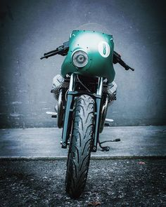 Cafe Racers, Scramblers, Trackers and other Custom Motorcycles Disclaimer: I don't own any of the posted pictures unless stated otherwise Moto Guzzi, Guzzi V7, Vintage Bikes, Vintage Motorcycles, Custom Motorcycles, Custom Bikes, Moto Cafe, Cafe Bike, Cafe Racer Motorcycle