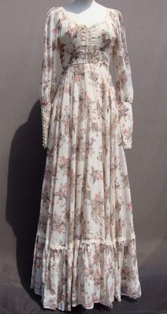 In my collection. Vintage Gunne Sax with bird print - Do it Yourself Clothes Stylish Dresses, Simple Dresses, Pretty Dresses, Beautiful Dresses, Casual Dresses, Abaya Fashion, Muslim Fashion, Modest Fashion, Fashion Dresses