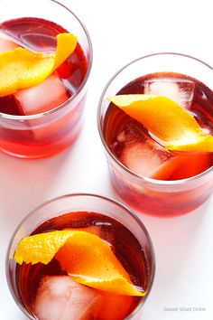 This refreshing, gorgeous, classic negroni recipe is easy to make with four simple ingredients. Easy Cocktails, Cocktail Recipes, Cocktails 2018, Fancy Drinks, Classic Cocktails, Drink Recipes, Cocktail Shots, Cocktail Photography, Cocktail
