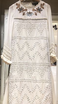 Embroidery On Clothes, Embroidery Fashion, Embroidery Dress, Pakistani Bridal Dresses, Pakistani Outfits, Mirror Work Dress, New Style Tops, Sharara Designs, Kurti Embroidery Design