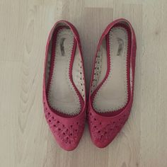 Red Ecoté flats from Urban Outfitters Red ecoté flats from Urban Outfitters. Pointed toe. Definitely some wear on the toes and heels, shown in the pictures, but it is not very noticeable when the shoes are worn. Size 8. Urban Outfitters Shoes Flats & Loafers