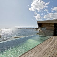 The Summer house is located on the coast of Vestfold in the southern part of Norway. (via contemporist)