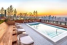 The pool and rooftop lounge are located on the floor of the east tower. Rooftop Bars Nyc, Rooftop Lounge, Rooftop Pool, Rooftop Design, Restaurant Am Wasser, Williamsburg Hotel, Waterfront Restaurant, Soho House, Pool Bar