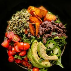 A light and healthy quinoa salad tossed in a flavorful spice mix, and loaded with healthy wholesome ingredients like grilled chicken, salted pistachios, and shredded coconut! Chicken Quinoa Salad, Quinoa Bowl, Grilled Chicken, Pesto Chicken, Best Vegetable Curry, Healthy Salads, Healthy Eating, Healthy Food, Healthy Life