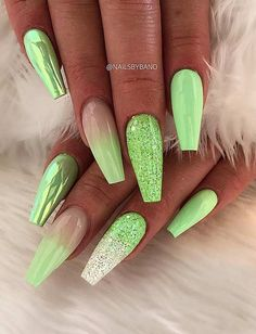 31 Trendy Summer Long Ombre Sarg Nägel Ideen acrylic nails coffin - acrylic nails short - acrylic nails almond - gel acrylic nails - acrylic nails for summer - ac Coffin Nails Ombre, Glitter Nails, Glitter Art, Ombre Nail, Blue Glitter, Trendy Nails, Cute Nails, Nail Design Spring, Best Acrylic Nails