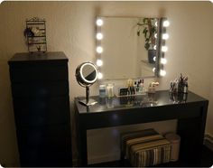 Vanity Mirror with Lights for Bedroom – It is the dream of every young girl to have her own vanity mirror with lights for bedroom. Of course, it is understood that the mirror is a prerequisite and lights around the mirror gives it Cinderella appeal. Because every little girl grows up, the dream grew into reality. Yes, this era celebrity makes a lot of women feel the need to indulge her, and vanity lighted bedroom help to do it!