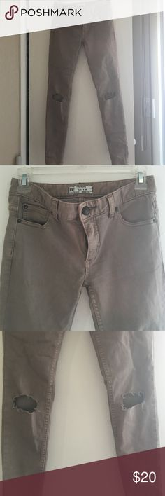 Free People sz 24 taupe jeans w distressed knees Free People size 24 jeans in a cute taupe color! Skinny leg w distressing at the knees. Never worn!! Free People Jeans Skinny