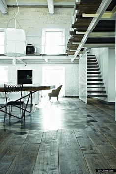 An old farmhouse in Italy was transformed by Paola Navone into a unique 'rural loft'. [wood to concrete transition] Style At Home, Loft Spaces, Living Spaces, Interior Architecture, Interior And Exterior, Loft Industrial, Italian Farmhouse, Paola Navone, Architectural Elements