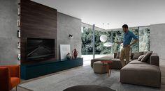 Die naturfarbene Couch passt sich hervorragend in jedes Wohnzimmer ein