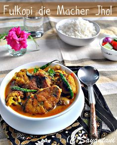 Fulkopi Diye Macher Jhol (Traditional Indian-bengali Fish curry with vegetables). A delicious comfort food. Perfect for lunch Indian Fish Recipes, Asian Recipes, Ethnic Recipes, Indian Snacks, Bangladeshi Food, Bengali Food, Seafood Recipes, Cooking Recipes, Fish Curry