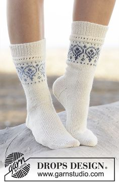 """Nordic summer socks / DROPS - free knitting patterns by DROPS design Knitted DROPS socks in """"Fabel"""" and """"Delight"""" with pattern border. Sizes 35 - ~ DROPS design Record of Knitting Wool . Drops Design, Knitting Patterns Free, Free Knitting, Knitting Socks, Crochet Patterns, Finger Knitting, Scarf Patterns, Knitting Machine, Crochet Socks"""