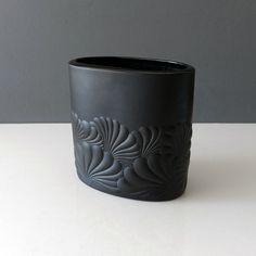 20-439-rosenthal-studio-linie-matte-black-porcelain-op-art-vase Ceramic Decor, Op Art, Matte Black, Vase, Ceramics, Studio, Handmade, Design, Porcelain Black