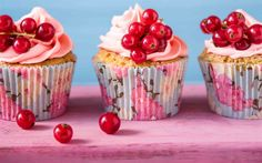 Download wallpapers cupcakes, cakes, currants, berries muffins, pastries