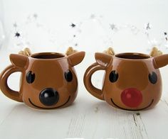 What could be more festive this Christmas than enjoying a nice hot cup of cocoa in this Rudolph heat changing mug? Simply add your hot drink and watch the magic- his nose will change from black to red right before your eyes!