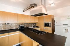 Gyönyörű modern luxus konyha // Gorgeous modern luxury kitchen Luxury Kitchens, Budapest, Kitchen Cabinets, Modern, Home Decor, Luxury, Trendy Tree, Decoration Home, Room Decor