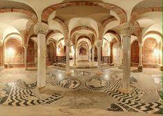 Basilica di San Savino - iniziata nel 903, consacrata nel 1107 - Piacenza, Emilia-Romagna. Venne costruita nel 903, ma, a seguito dell'invasione ungara, subì parecchi danni, per ciò dovette essere ricostruita. Infatti il prospetto ed il portico risalgono ad alcuni secoli dopo, XVII secolo circa. A questo periodo risalgono anche i mossici della cripta, che rappresentano i simboli zodiacali e i 12 mesi dell'anno. Lo stile romanico è quello che caratterizza gli interni della basilica, infatti i…