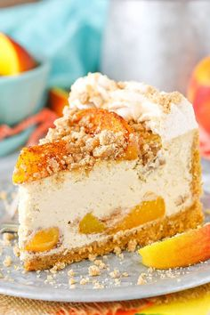 Streusel Cheesecake Bourbon Peach Streusel Cheesecake - peaches, cinnamon, brown sugar and bourbon in one amazing cheesecake!Bourbon Peach Streusel Cheesecake - peaches, cinnamon, brown sugar and bourbon in one amazing cheesecake! Peach Cheesecake, Homemade Cheesecake, Easy Homemade Desserts, Easy Cheesecake Recipes, Cheesecake Cupcakes, Mini Cupcakes, Food Cakes, Elegante Desserts, Savoury Cake
