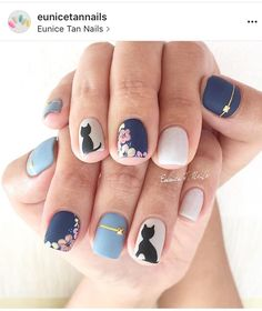 Cat flower or floral blue gel nails with design nail art