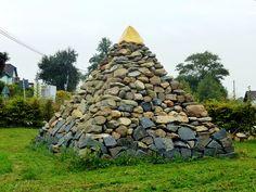 dům podle hromady kamenů