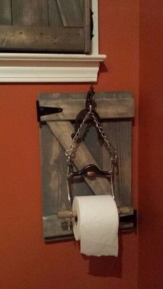 Toilet Paper holder made from horse bit and recycled barn wood! Horseshoe Projects, Horseshoe Crafts, Horseshoe Art, Western Crafts, Western Decor, Rustic Decor, Western Bathrooms, Rustic Bathrooms, Horse Bits