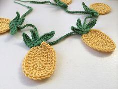 ananas slinger haken - crochet pineapple bunting (Bees and Appletrees) Stitch Crochet, Bag Crochet, Crochet Diy, Crochet Amigurumi, Crochet Motifs, Crochet Home, Easy Crochet Patterns, Love Crochet, Crochet Crafts