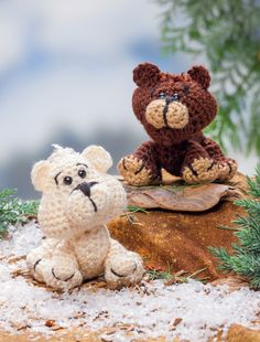 """Grizzly and Polar bear crochet patterns from the book """"Crochet A Zoo"""""""