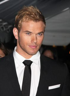 Kellan Lutz - Why is everyone so obsessed with Robert Pattison and Taylor Lautner when HE is in Twilight? That's a real man right there.